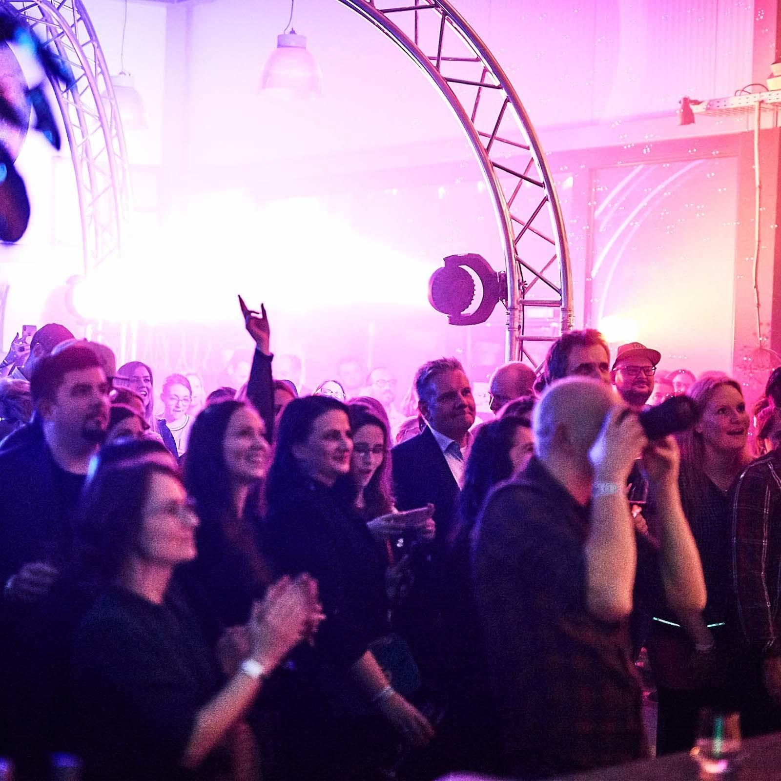 DJ | Djane | Hannover | Hochzeit | Wedding | Event | Business | Messe | Buchen | Anfragen