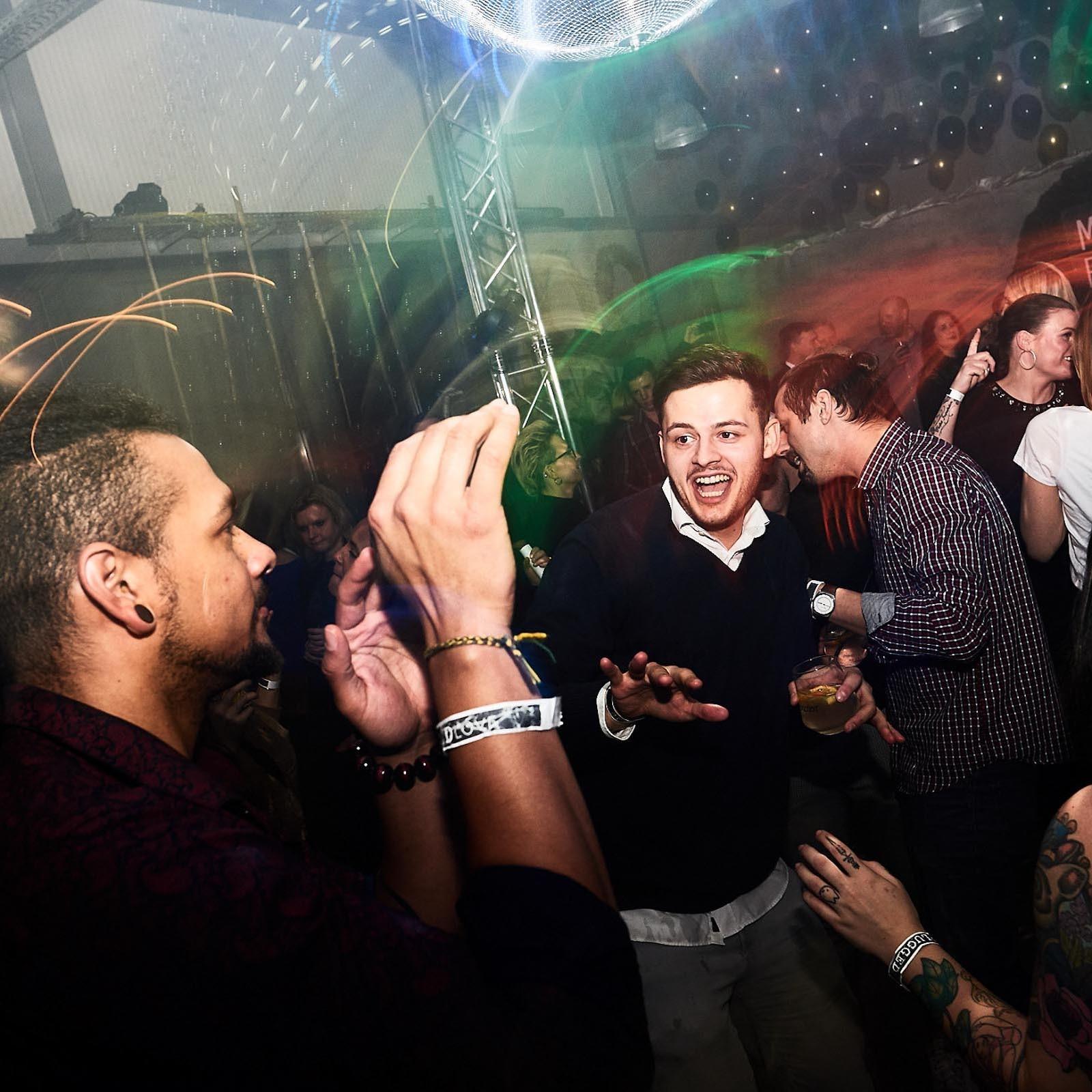 DJane | DJ | Hannover | Glitzerplatte | Club | Electro | Party | Wedding | Event | Messe | Charity | Gala | Buchen | Mieten