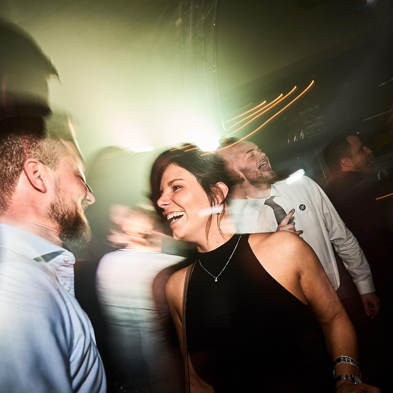 DJane | DJ | Hannover | Glitzerplatte | Gesang | Sängerin | Club | Wedding | Hochzeit | Party | Event | Messe | Charity | Gala | Buchen | Mieten