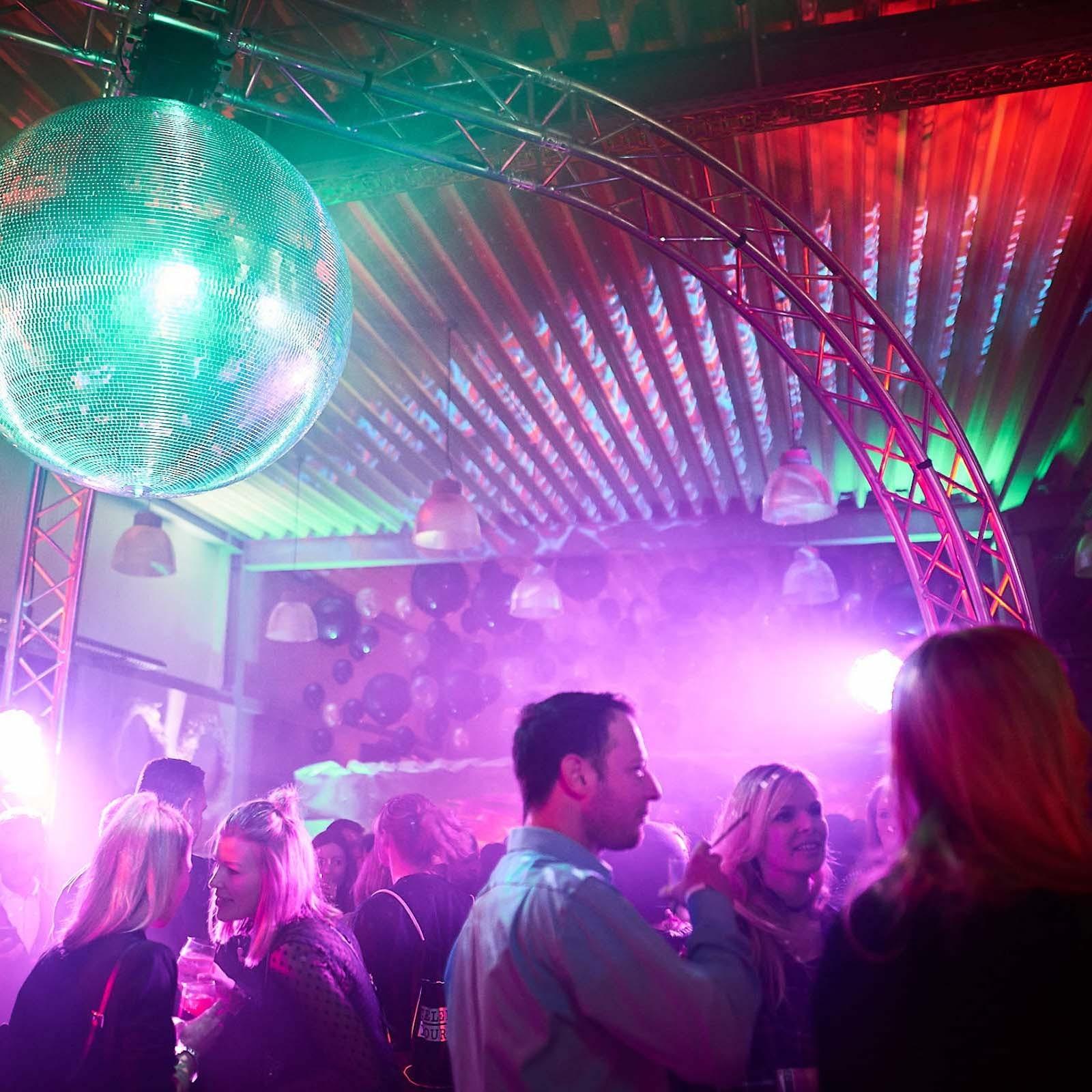 DJane | DJ | Hannover | Glitzerplatte | Lichttechnik | Tonetchnik | Club | Wedding | Event | Messe | Charity | Gala | Buchen | Mieten