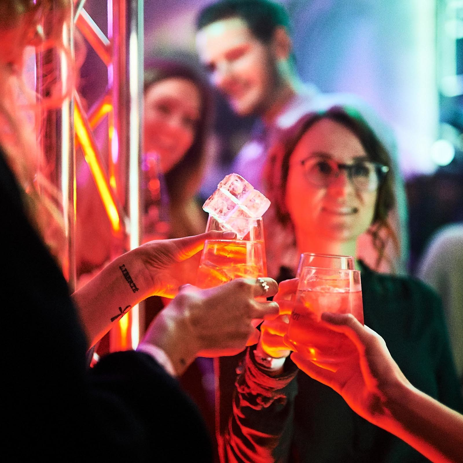 DJane | DJ | Hannover | Glitzerplatte | Party | Event | Gesang | Sängerin | Club | Wedding | Event | Messe | Charity | Gala | Buchen | Mieten