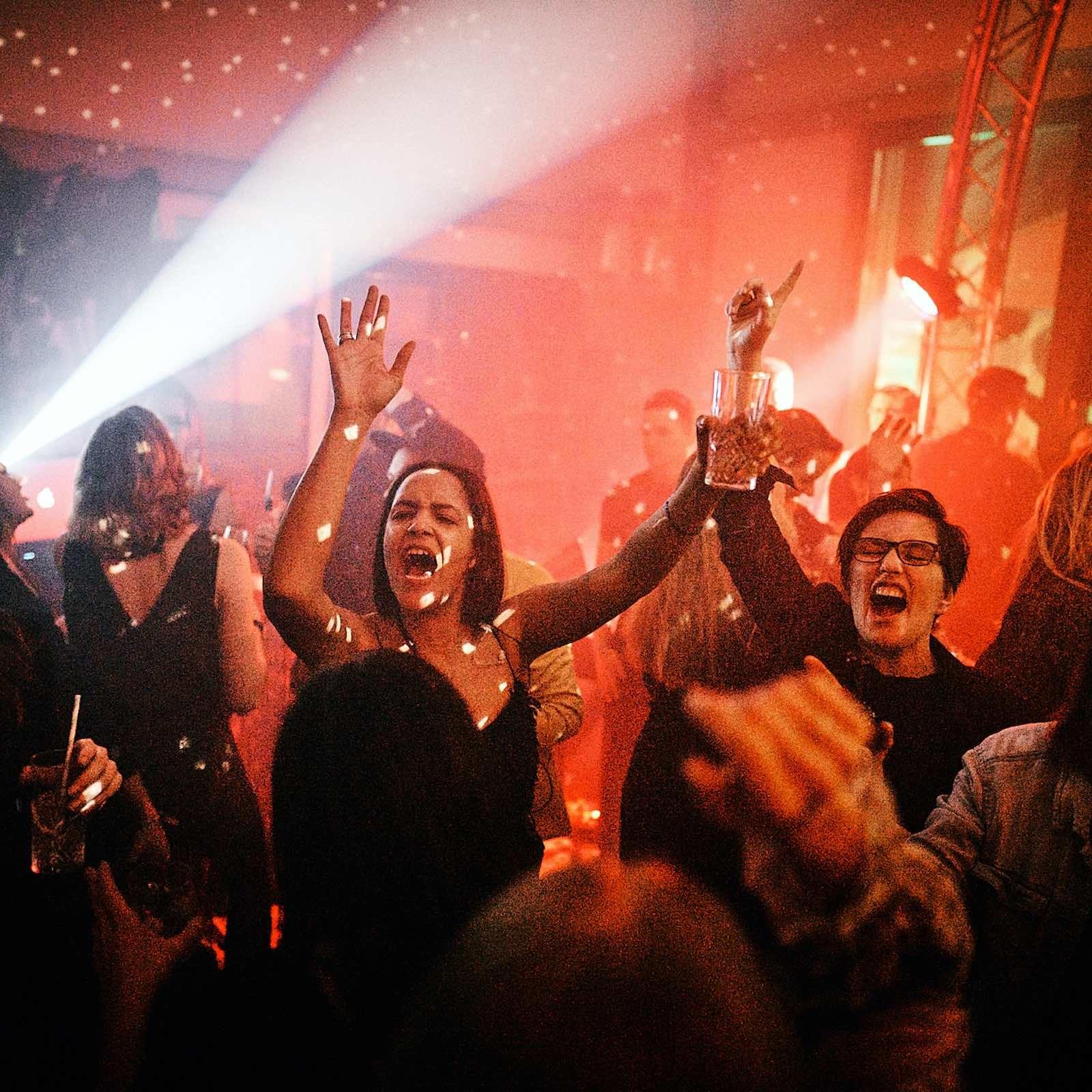 DJ | DJANE | Hannover | Buchen | Mieten | Anfragen | Hochzeit | Messeparty | Event | Gala | Charity