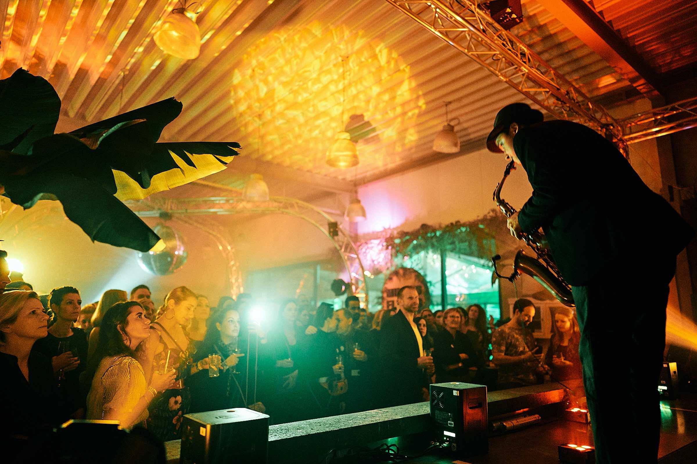 DJANE | DJ | Hannover | Saxophonist | Saxophon | DJ | Plus | Combo | Percussion | Schlagzeug | Sängering | Buchen | Mieten | Anfragen | Hochzeit | Messeparty | Event | Gala | Charity