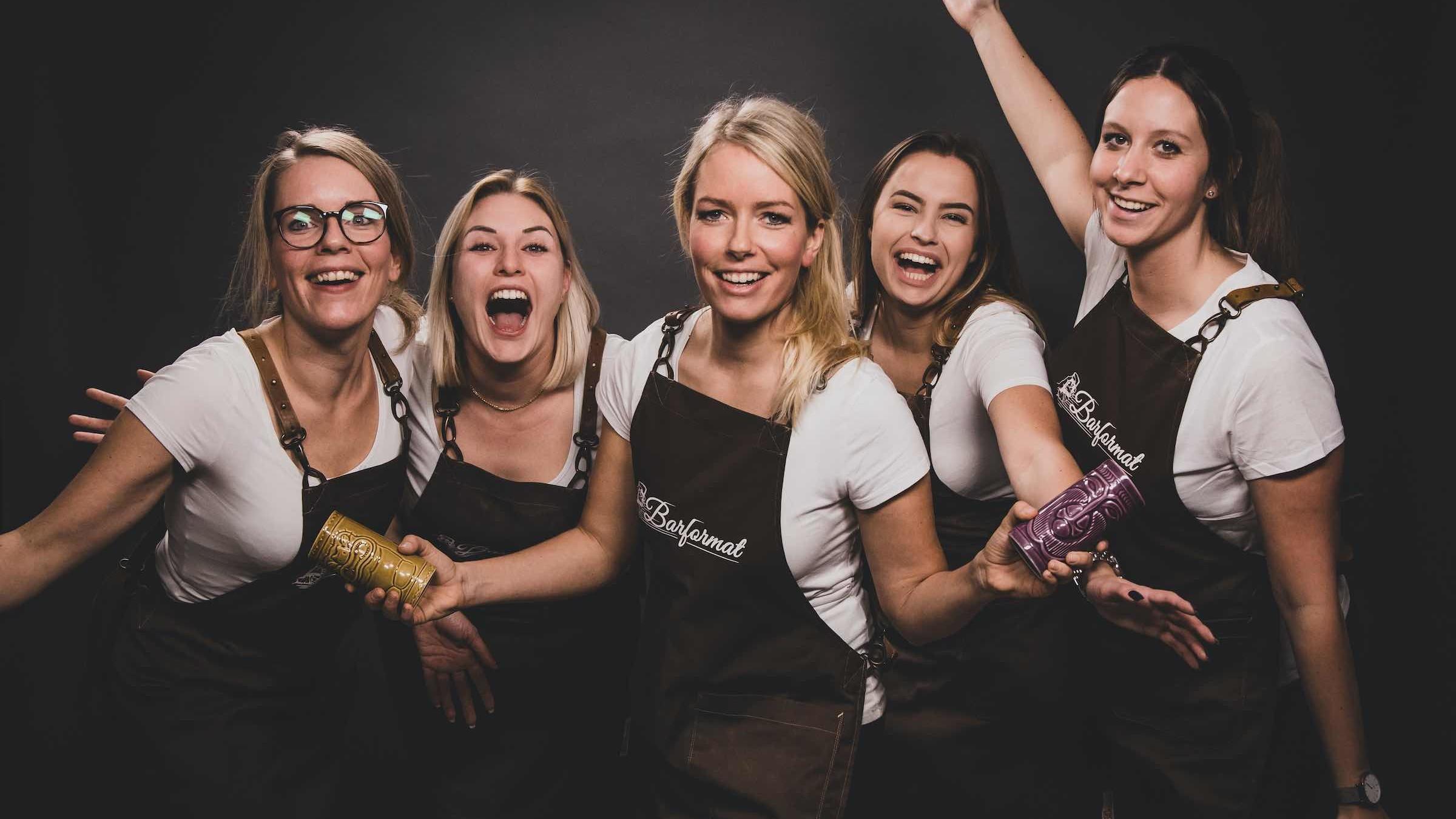 Glitzerplatte | Partner | Barformat | Mobile | Bar | Cocktailservice | Hannover | Weinbar | Ginbar | Tasting | Foodtruck | Bulli | Bar | Hannover | Ginbar | Weinbar | Kaffee | Bulli | Bar | Barkeeper | Mieten | Buchen