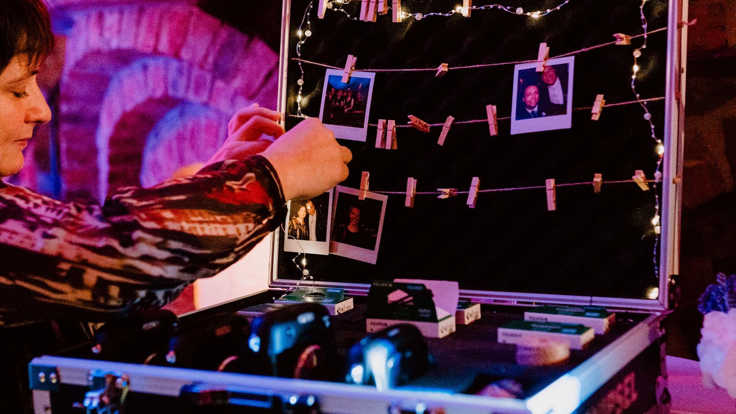 Glitzerplatte | Partner | Knipsel | Polaroid | Kamera | Mieten | Hochzeit | Polaroid | Fotograf | Set | Event | Mieten | Instax | Leihen | Event | Hochzeit | Sofortbildkamera