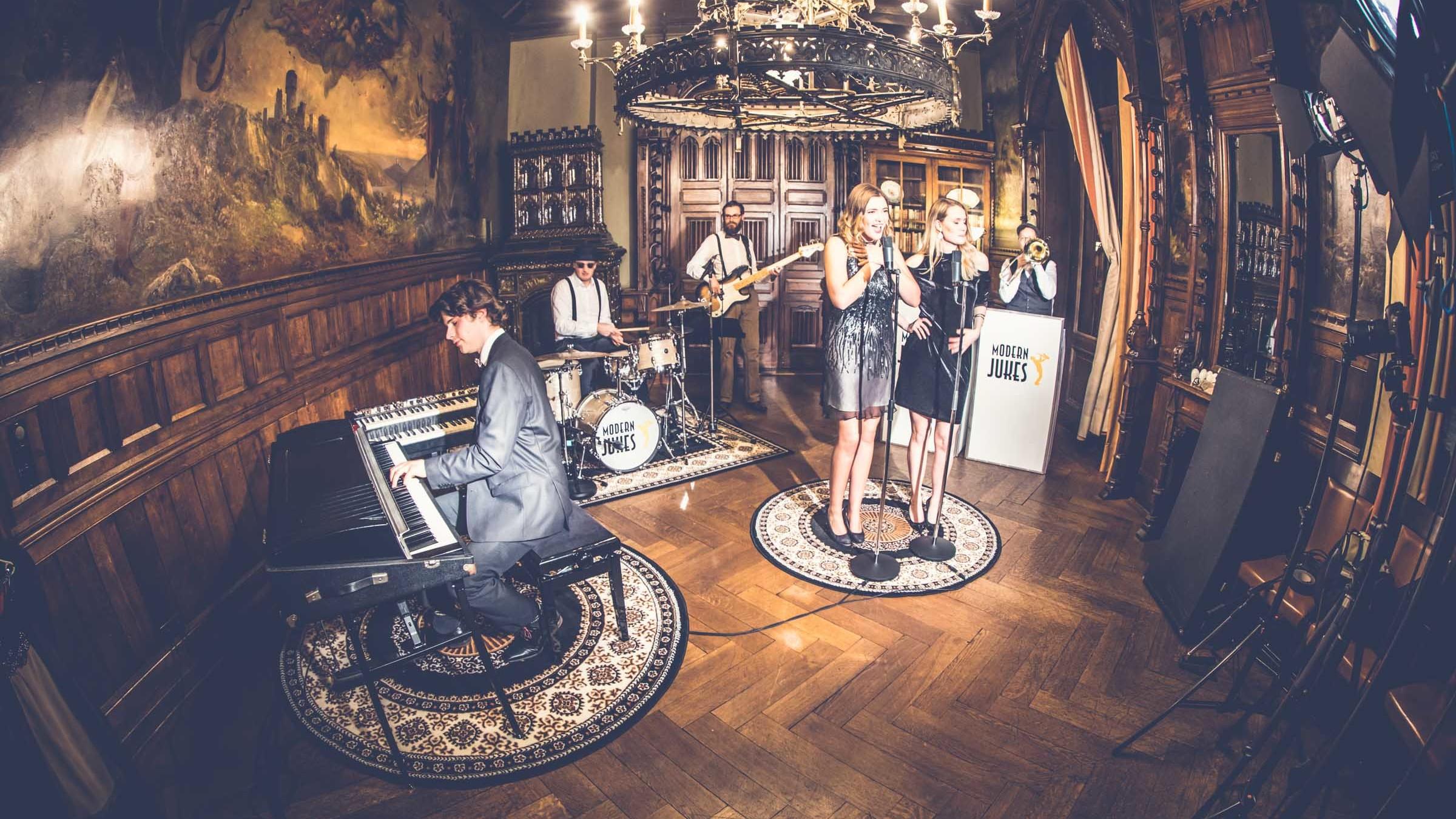 Glitzerplatte | Partner | Modern | Jukes | Pop | Band | Party | Band | Swing | Band | Jazz | Band | Hannover | Swing | Jazz | Lounge | Empfang | Trauung | Hochzeit | Buchen | Mieten | Anfragen